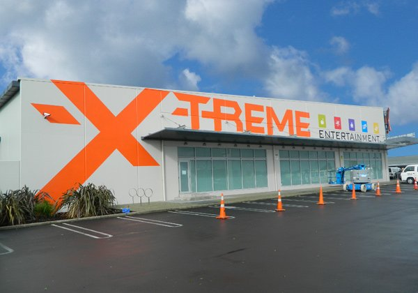 x-treme-entertainment-signage